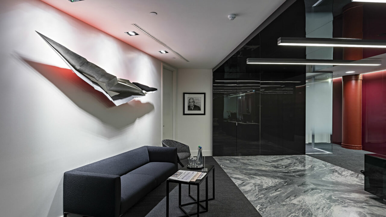 https://workinmind.org/wp-content/uploads/2018/08/A-lobby-sculpture-makes-for-a-powerful-first-impression-1-1280x720.jpg