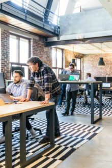 UK workers are happier with their office environment, but workplace design harms productivity – concludes Savills in its latest report.