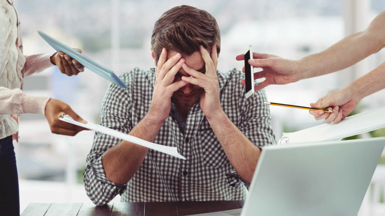 https://workinmind.org/wp-content/uploads/2019/08/wellbeing-report-reveals-employees-are-suffering-summer-burnout-1280x720.jpg