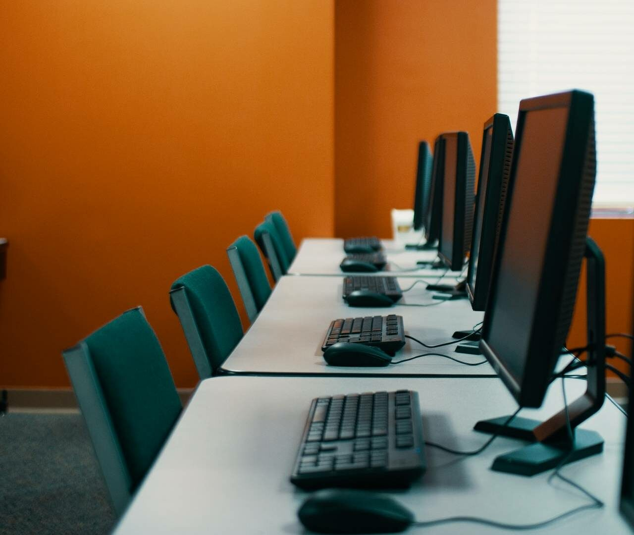 83% of HR leaders are considering a reduction in office space
